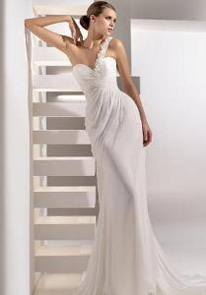 Pronovias 2010 - Gabriela, robe longue en soie, à décolleté en forme de coeur, transversal, bustier drappé