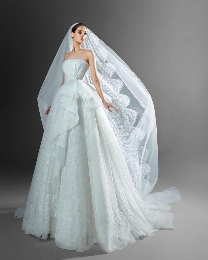 Vestido de novia princesa con capas de tul y encaje de Zuhair Murad