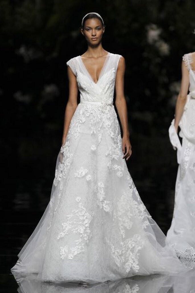 Hochzeitstraum in Weiß - Pronovias_LaisRibeiro