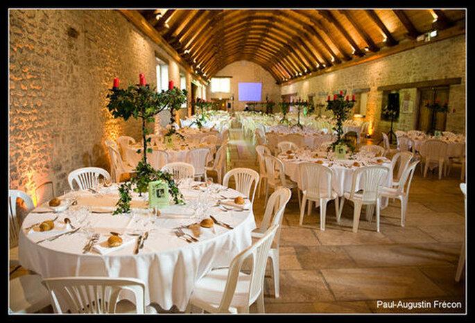 Le dîner assis : de belles tables et des invités rassemblés ! - (C) Portail- Photos.fr