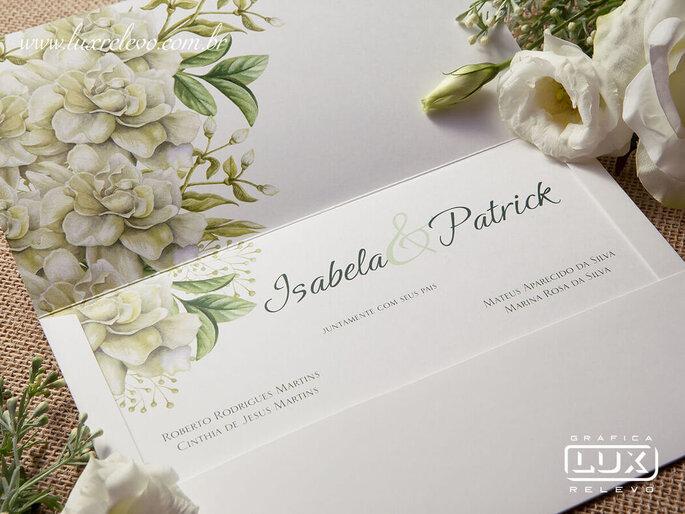 Convite com flores em aquarela da Gráfica Lux Relevo