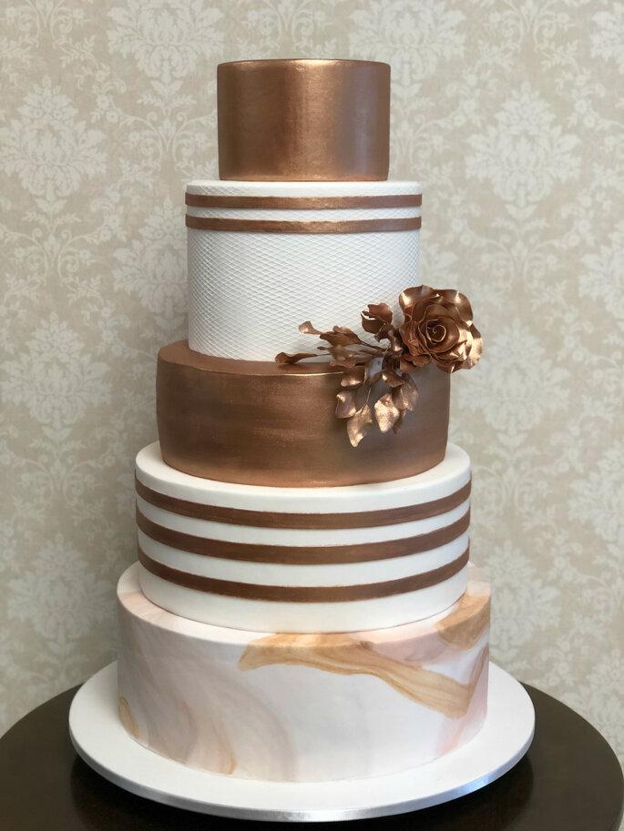 bolo de casamento metalizado