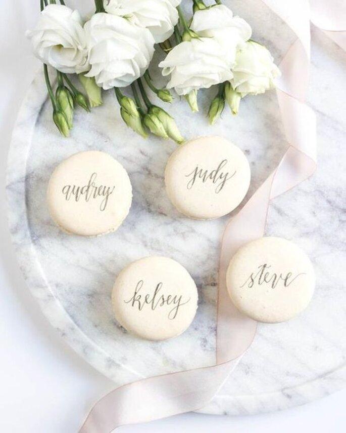 Macarons als Tischkarten