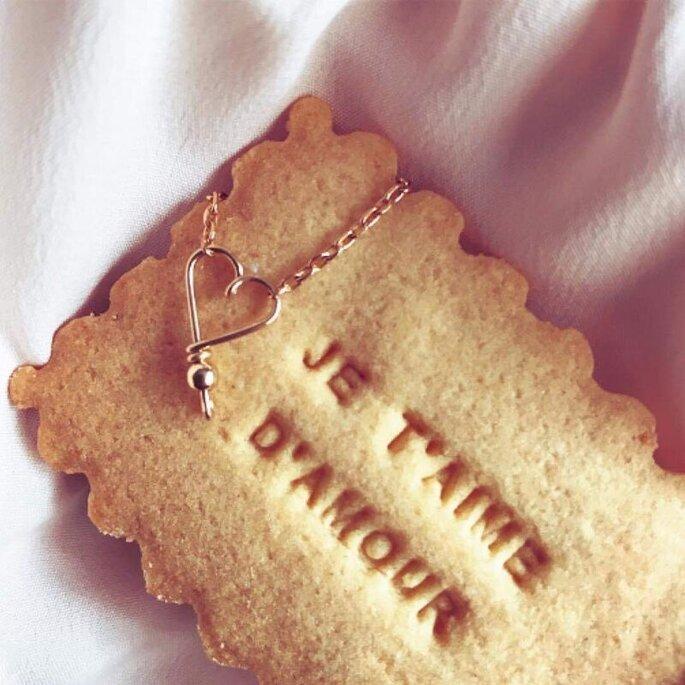 """Biscuit portant l'inscription """"Je t'aime d'amour"""""""