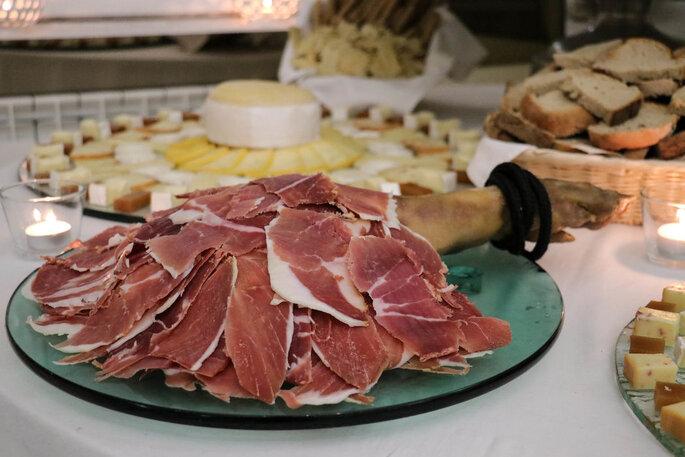 Mesa de queijos e presunto