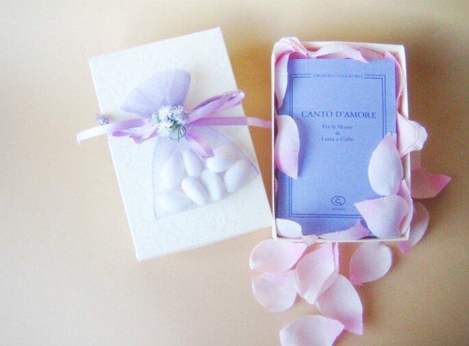 Un libro di poesie: un regalo semplice ed elegante per i vostri invitati