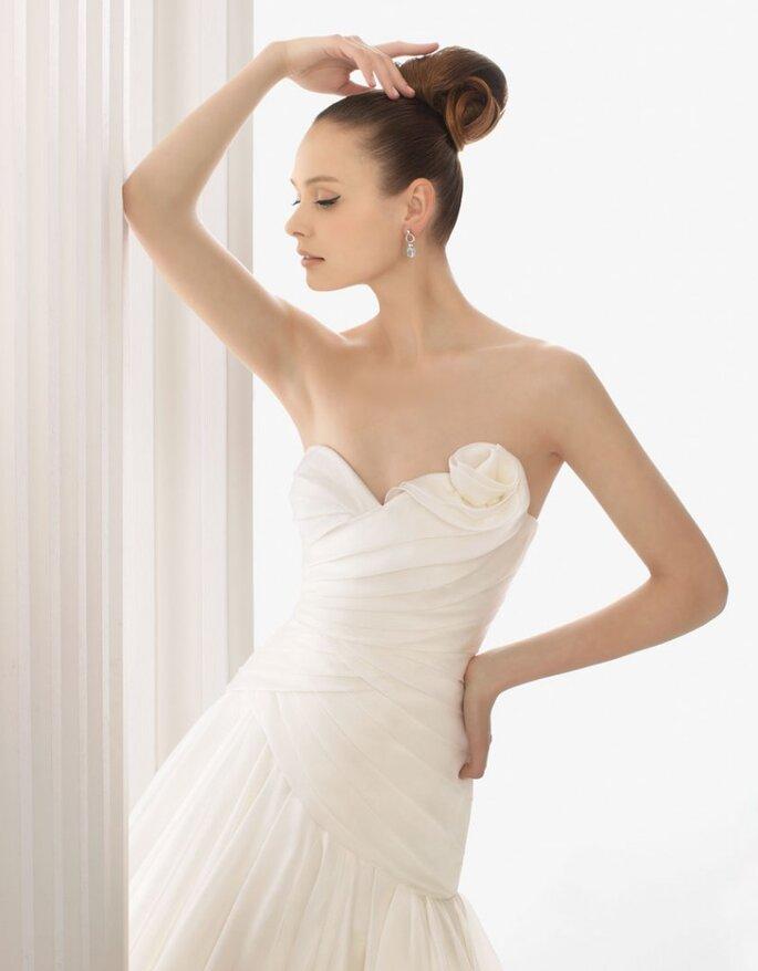 Vestido de organza Alessia, de seda en color marfil, Rosa Clará