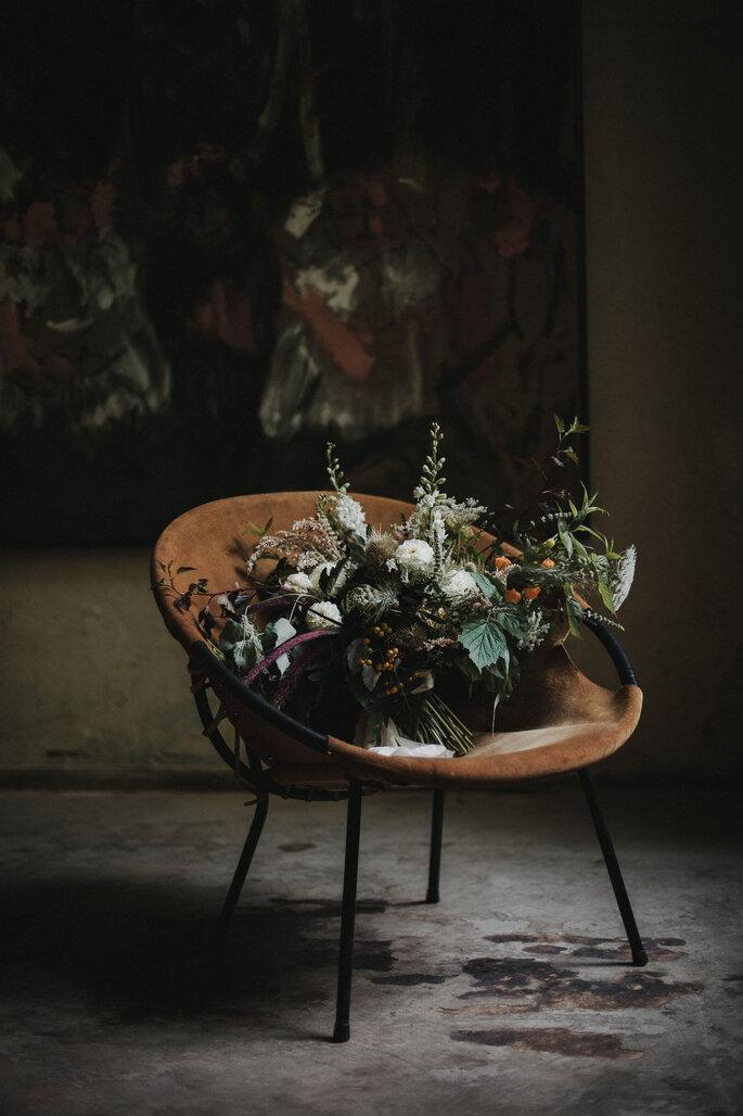 Brautstrauß auf Stuhl