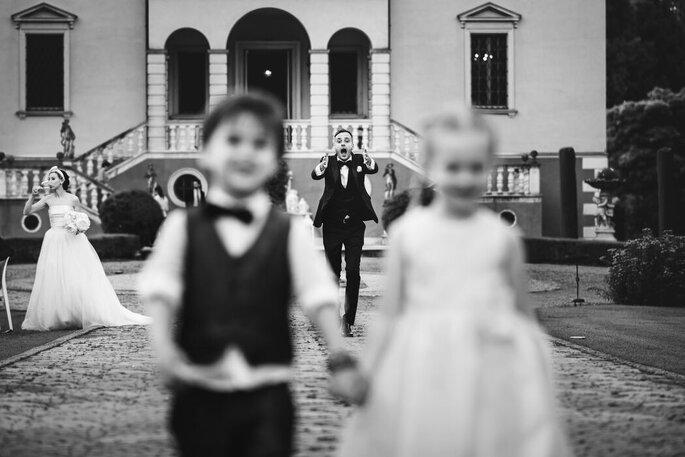 Riccardo Bonetti Photography - sposo e paggetti, scatto bianco e nero