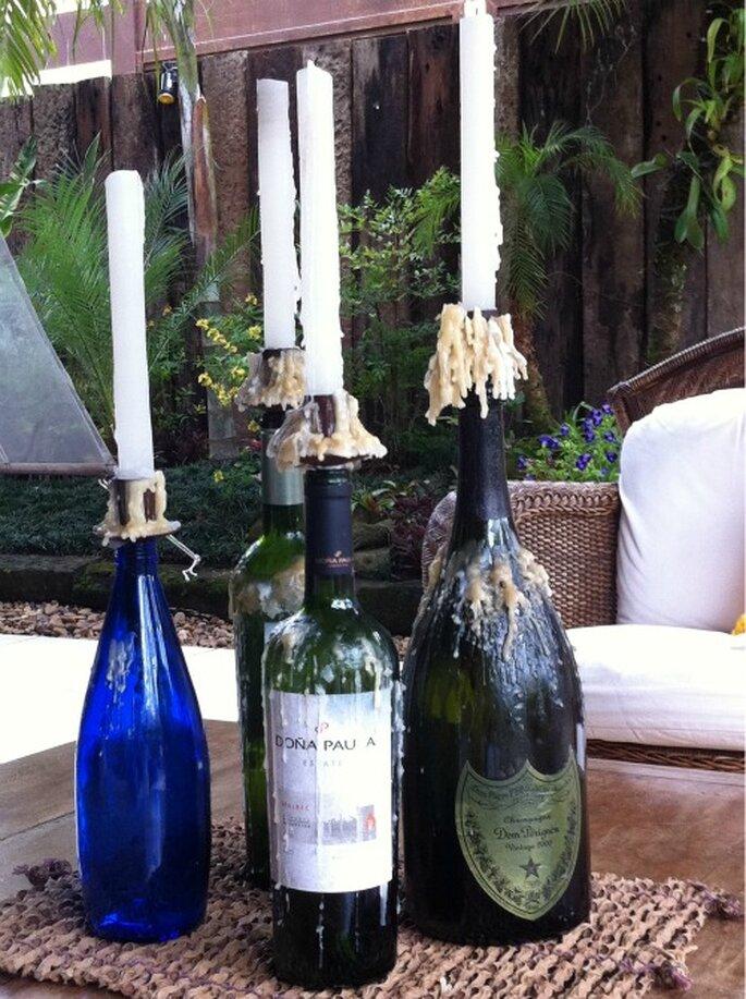 DIY transforme as garrafas em castiçais e vasos para o casamento
