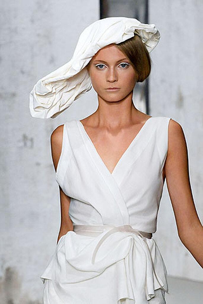"""Conoce más sobre """"Sombrero de novia de Donna Karan. """" 76ae220f818"""