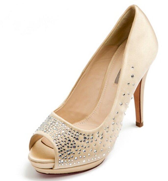 Zapato de novia con strass de Uterqüe