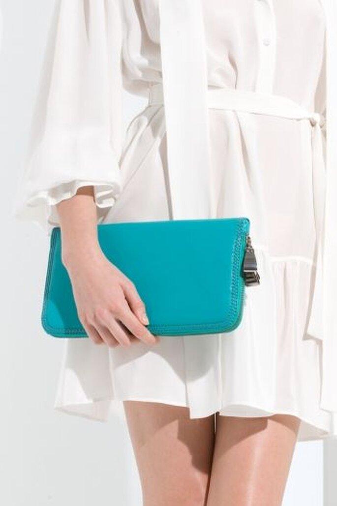 Sac type portefeuille couleur turquoise. Idéal pour un mariage en été