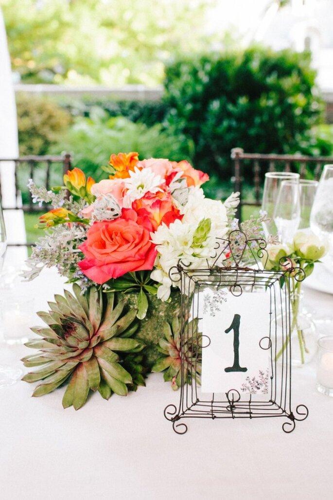 Mucha vida en el banquete decora las mesas de tu boda con for Mesas de boda originales