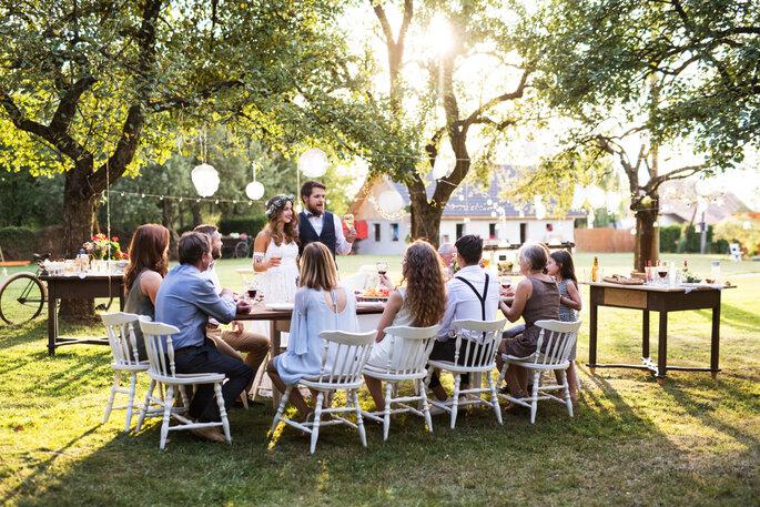 Eine kleine Hochzeit feiern, Hochzeitsessen im Garten