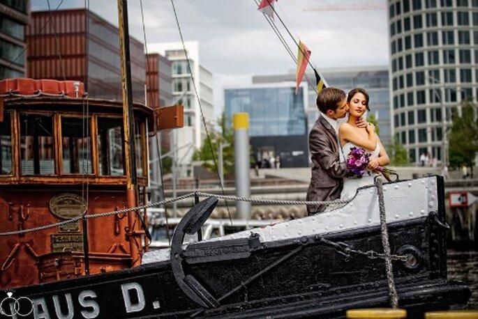 Hochzeitsfotos auf dem Schiff: Perfekte Idylle. Foto: Katja Schünemann. ks-weddings.de