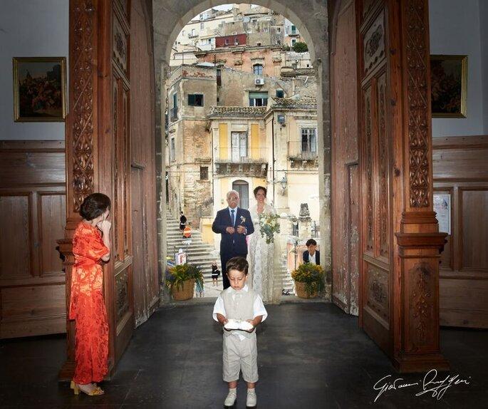 Giovanni Ruggeri Fotografo - ingresso chiesa con paggetto
