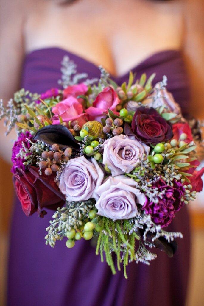 Detalles en color violeta para la decoración de tu boda - Foto Erin Hearts Court