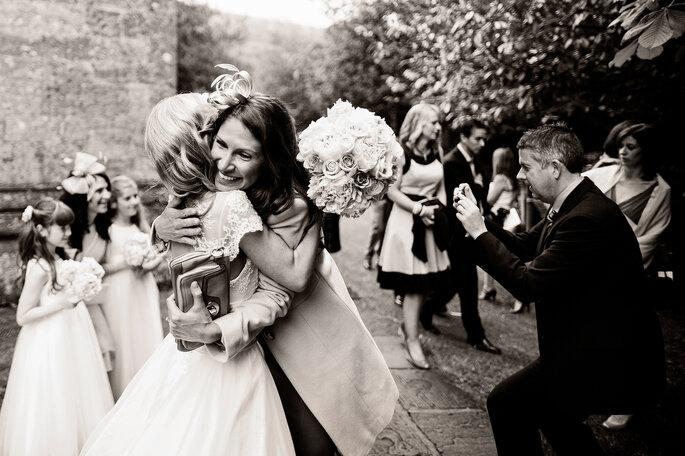 Finden Sie den richtigen Weg, um sich bei Ihren Hochzeitsgästen zu bedanken. Foto: Kevin Mullins