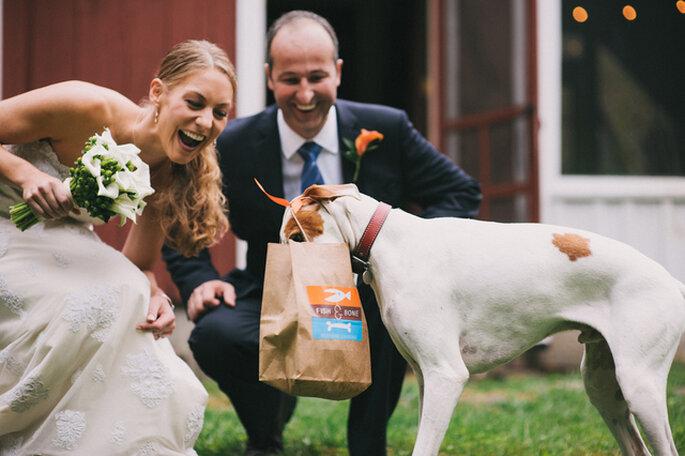Los novios y los invitados no son los únicos que reciben un regalo especial. Foto: Alexandra Roberts Wedding Photograph
