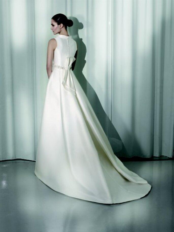 Spanish wedding dress designer p wedding dresses asian for Spanish wedding dress designers