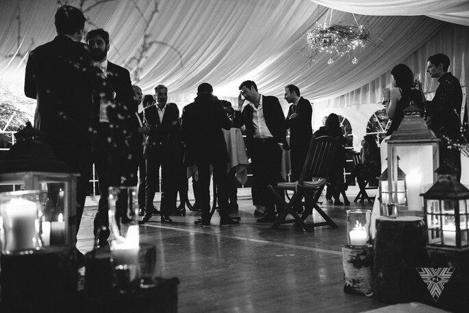 Les invités pendant le cocktail du mariage