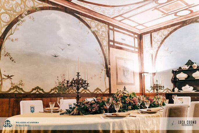 Palazzo Acampora - tavola imbadita con fiori
