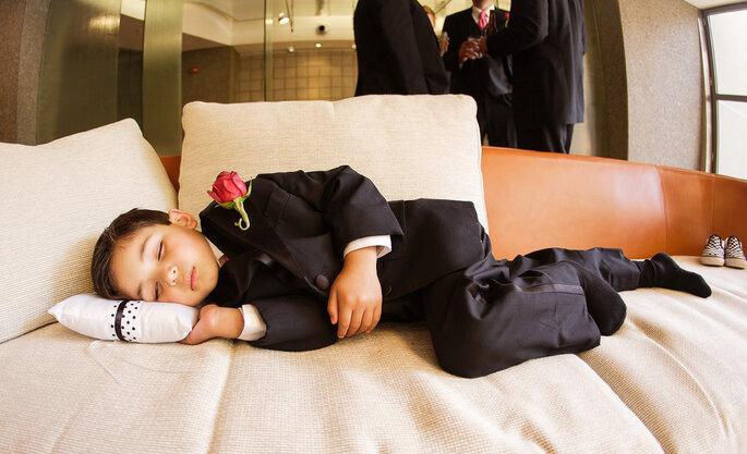 Pajem dormindo em casamento