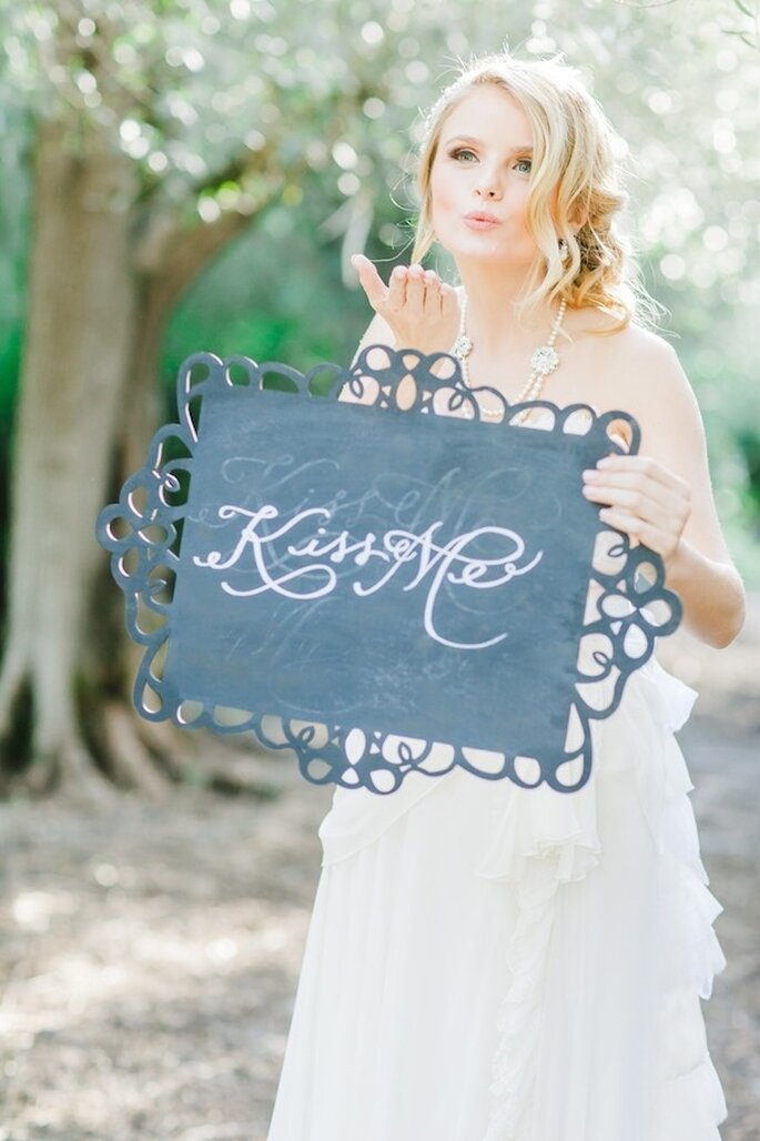 Incluye en la decoración de tu boda hermosos mensajes románticos - Foto Avec L'Amour Photography