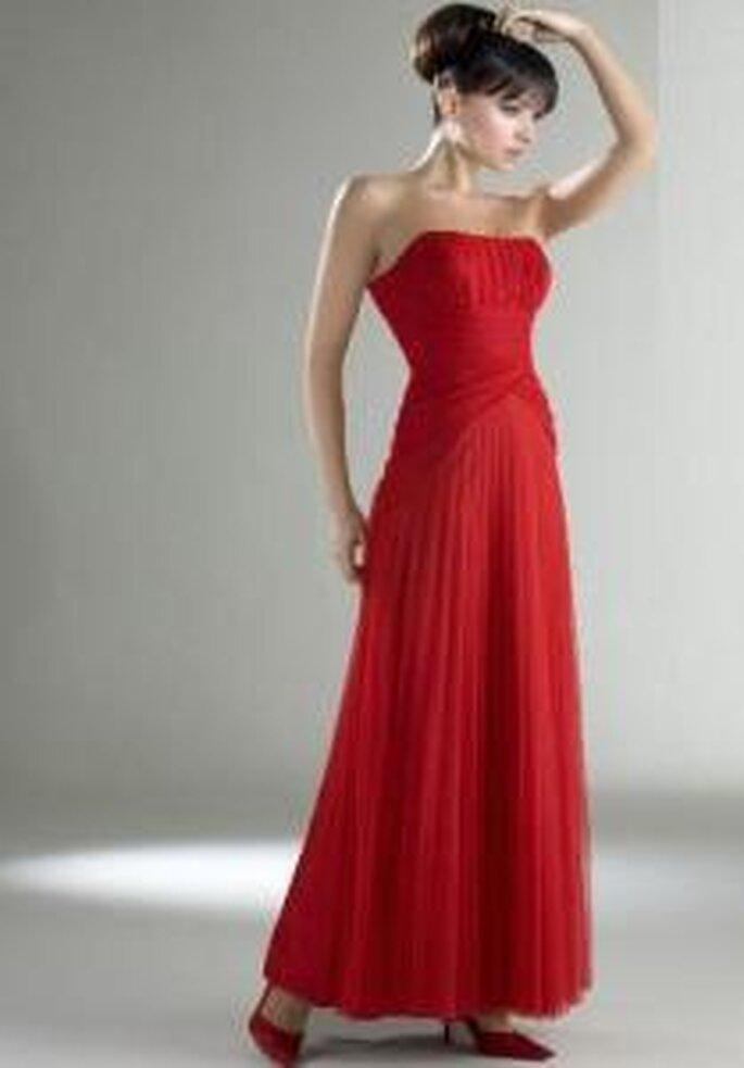 Esther Rodríguez 2009 - Rafaela, vestido largo rojo, de escote bañera con corpiño plegado, tela ligera