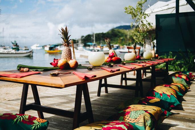 Mesa montada para jantar intimista no Buffet Vanzetto Ilhabela
