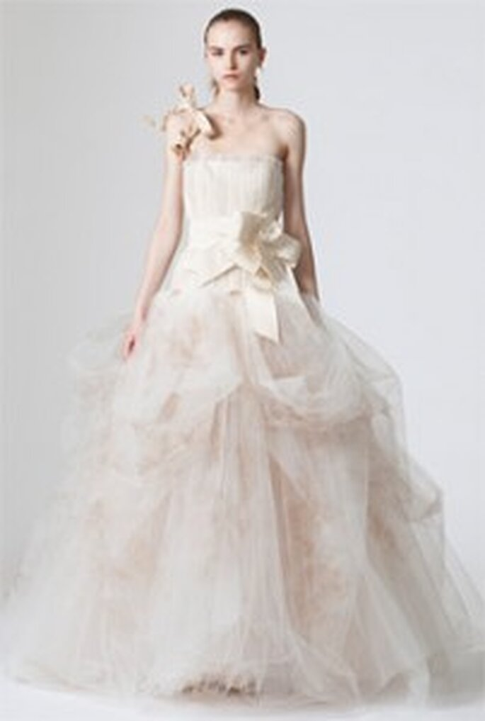 Vera-Wang-2010-Dovima-robe longue en organza-coupe princesse