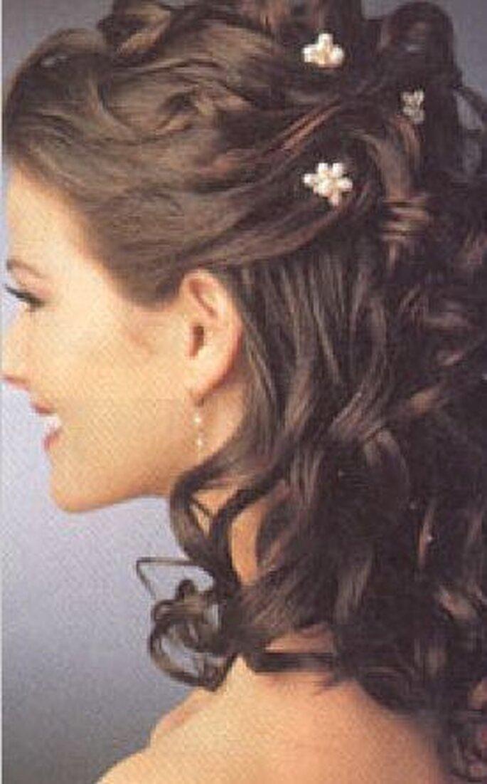 Acconciatura da sposa con capelli semiraccolti