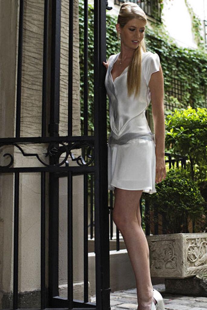 Collection de robes de mariée Amarildine 2011 - Adonis : broderies pétales d'organza gris