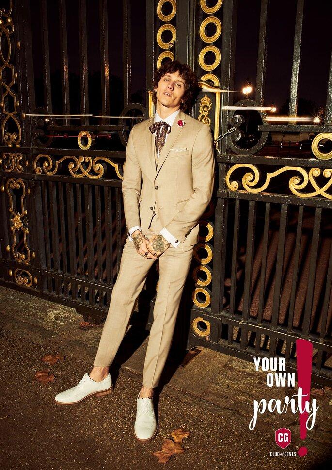 Heller Anzug von Club of Gents Foto: EMANIS Trend & Mass AG