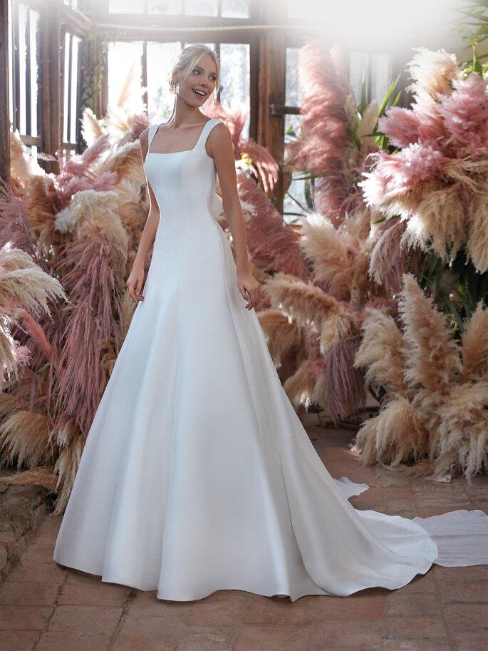 Vestido de novia con escote cuadrado y tirantes con corte en A sencillo