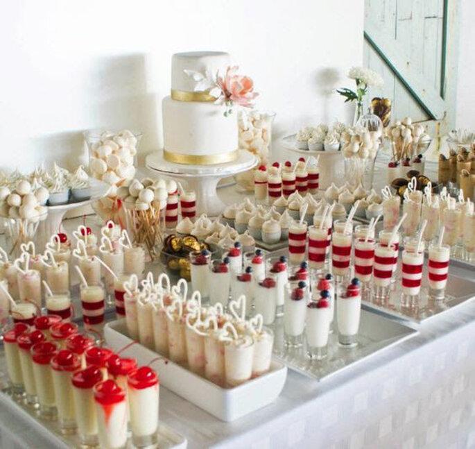 Bar à desserts gourmands dressé pour un mariage.