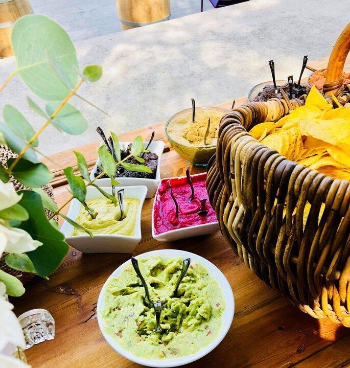 Buffet de guacamoles colorés