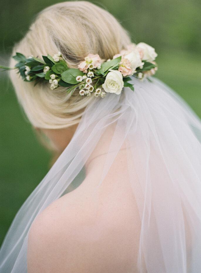 Tocado para novia con sujeción al velo