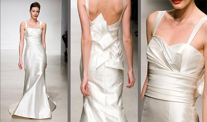 Vestido de novia entallado con pliegues en la cintura - Foto: Amsale Bridal