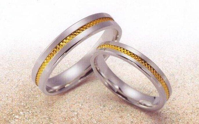Le traditionnel échange d alliances pendant la cérémonie de mariage