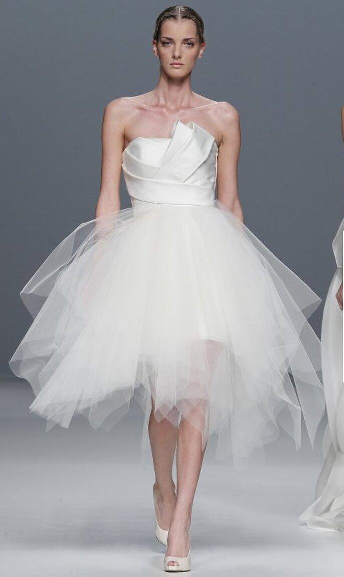 Vestido de novia corto por Jesús del Pozo 2012