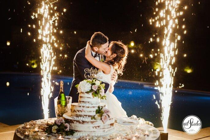 Andrea Paci Dj - bacio al taglio della torta nuziale