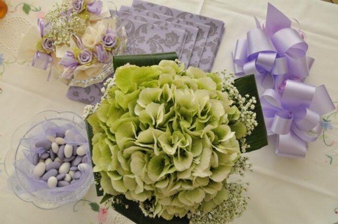 Palla realizzata con fiori veri, ortensie e velo da sposa. Foto New Image Officina d'Immagine