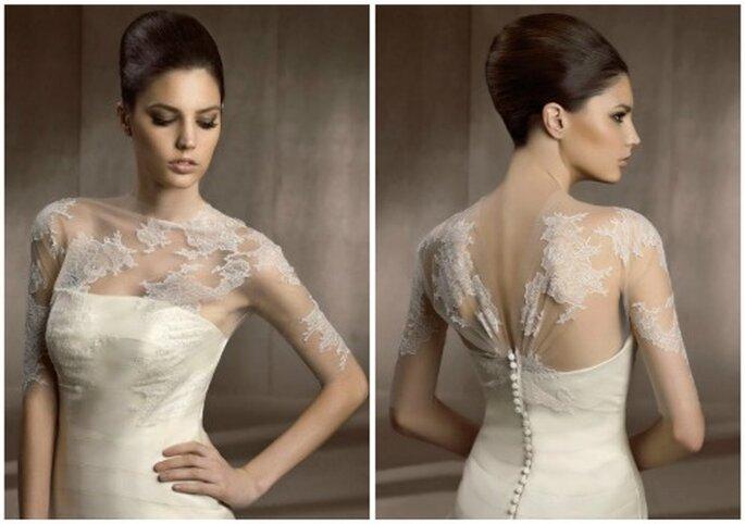 Elegante propuesta de chaqueta de novia abrochada atrás. Foto: Pronovias