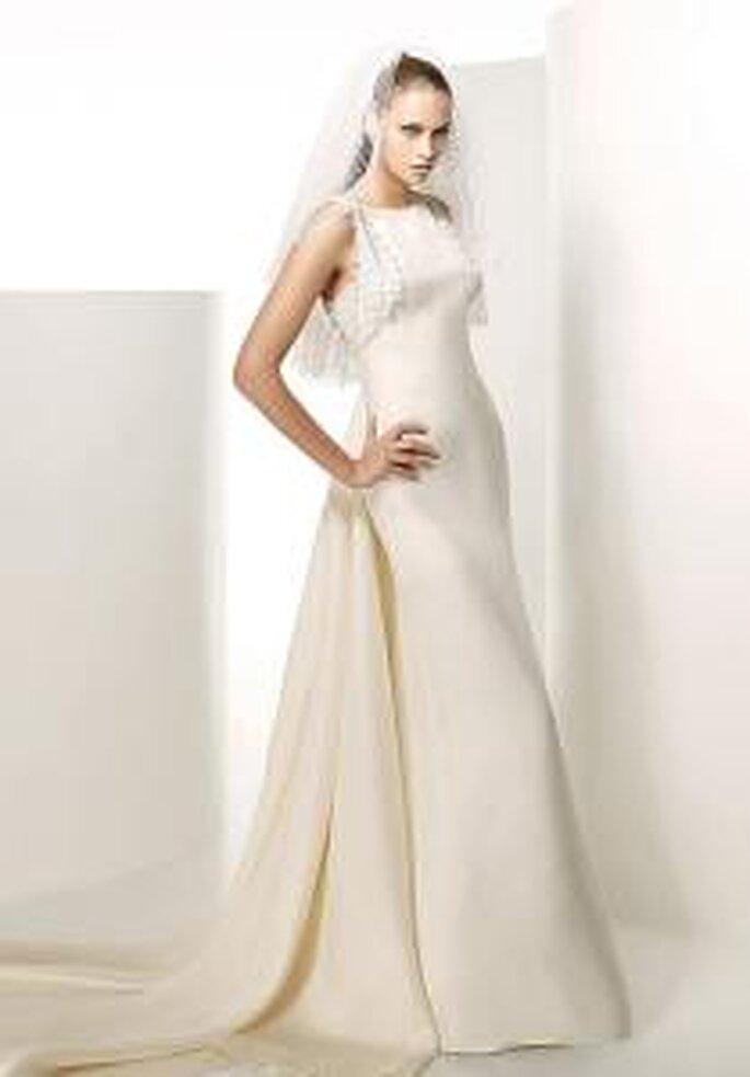 Valentino 2009 - Gemini, vestido largo de gran cola, en seda y con detalle en encaje en tirantes