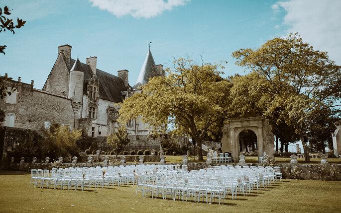Cérémonie laïque organisée dans les jardins du Château de Crazannes