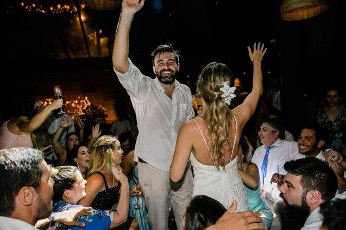 Noivos comandam a pista do DJ Lelo Cardoso
