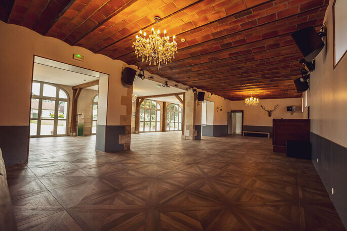 Salle de réception pour un mariage en intérieur