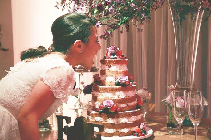 Noiva com bolo
